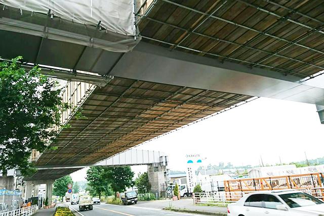 画像:吊り足場工事